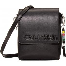 Calvin Klein rokassomina